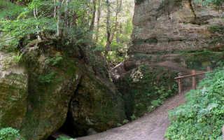 Чертова пещера в Инчукалнсе
